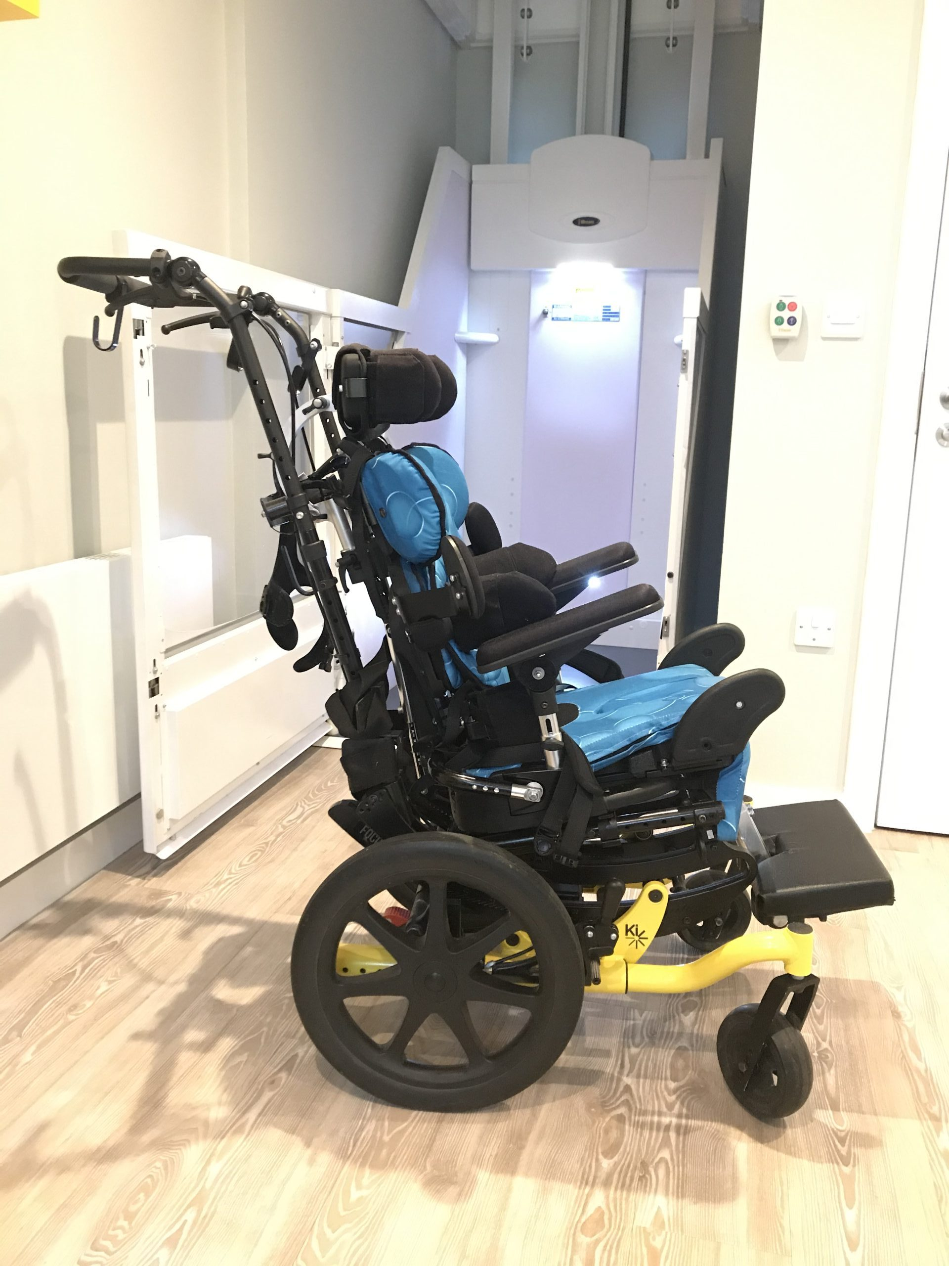 KI FOCUS TILT IN SPACE CHAIR WITH LECKEY MYGO SIZE 1 SEATING (ITEM 1004)