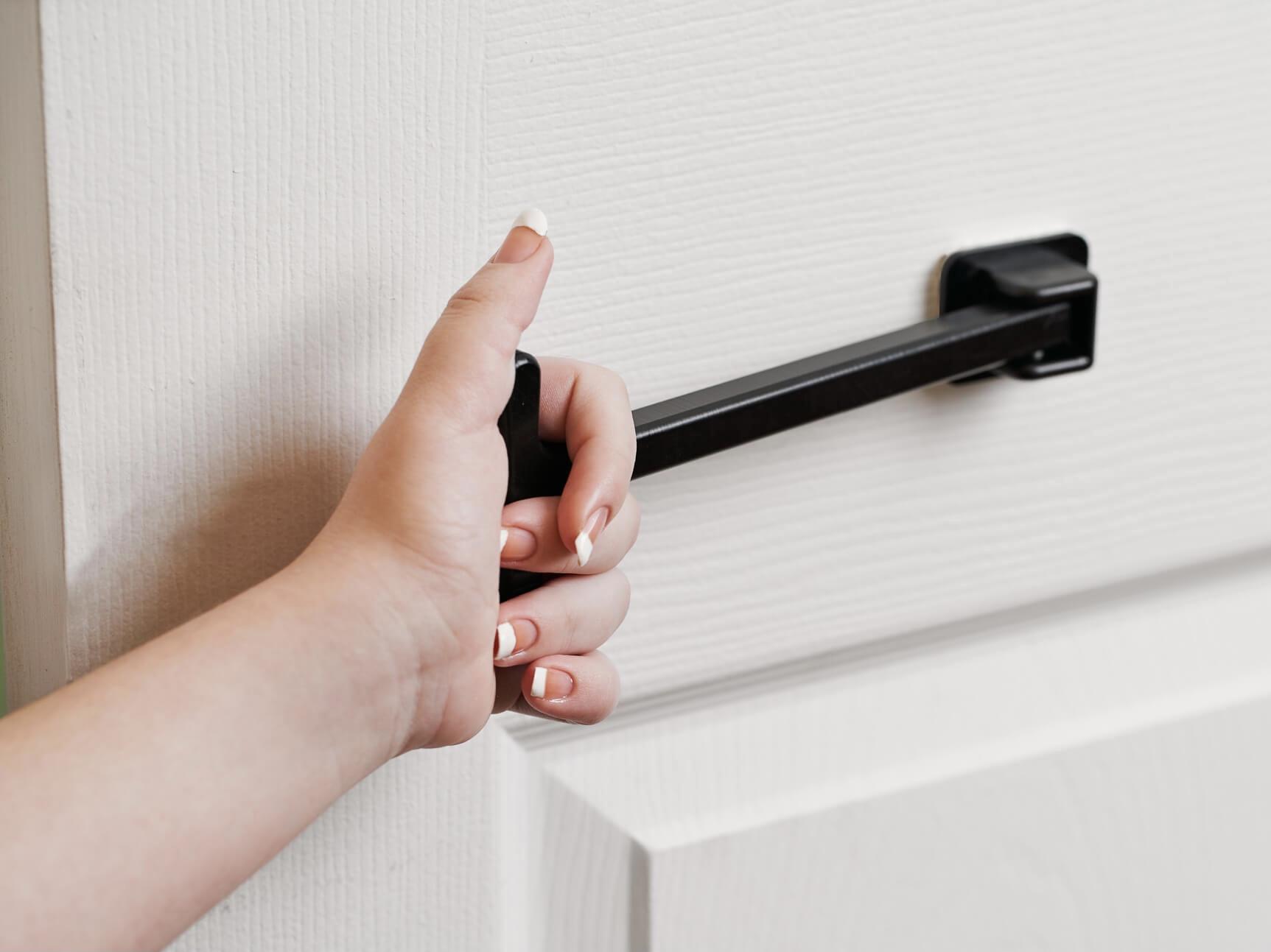 T-Pull – Door Closer