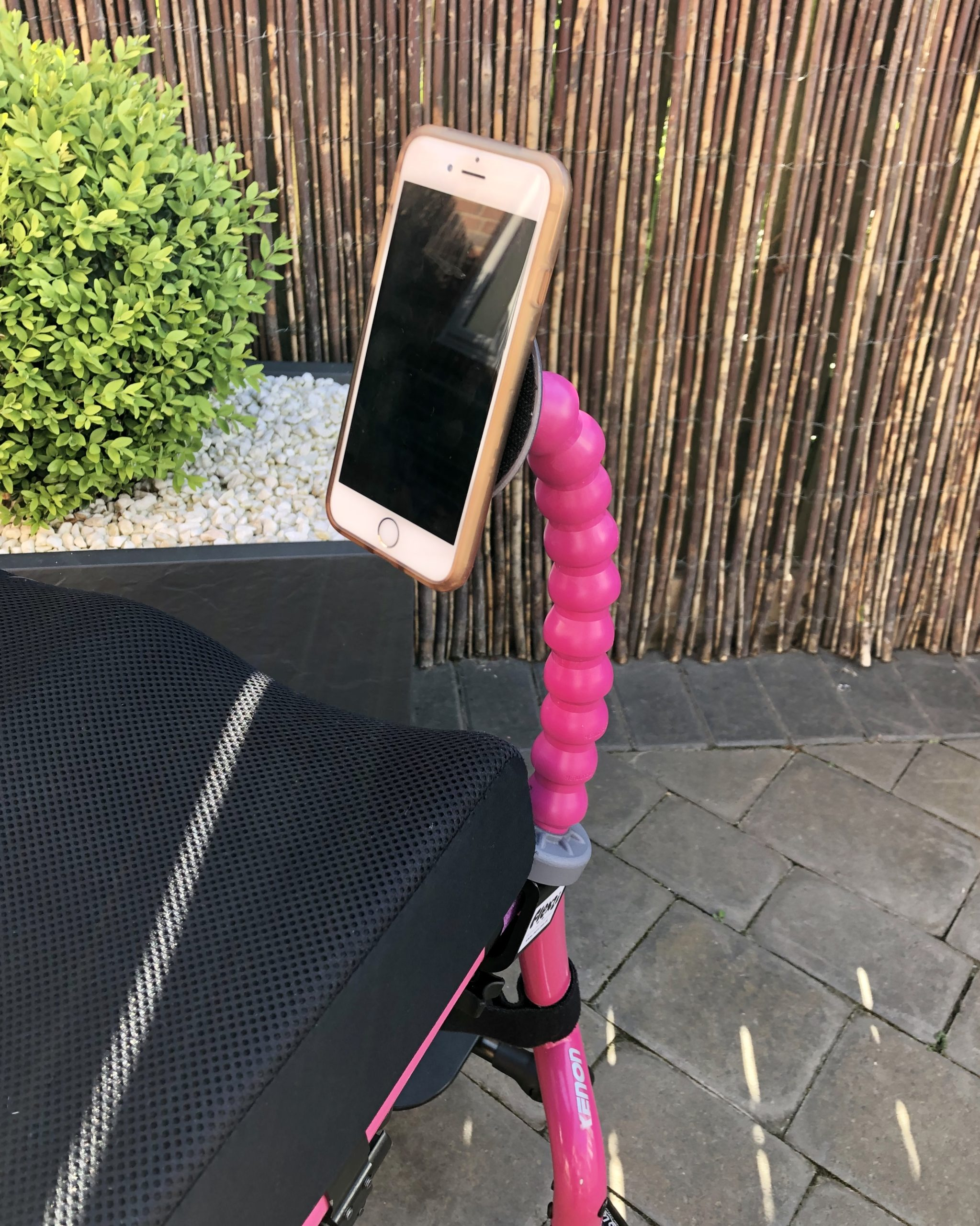 Flexzi 1 – Gadget Stand